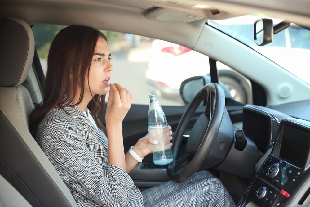 Какие лекарства в 2019 году нельзя принимать водителям за рулем, рассказали в ГИБДД